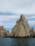 Rocas en el extremo de las tierras en Cabo San Lucas Imagen de archivo libre de regalías