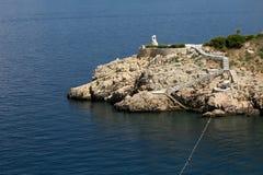 Rocas en el mar adriático en la isla croata Krk Foto de archivo