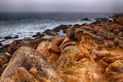 Rocas en el océano Imágenes de archivo libres de regalías