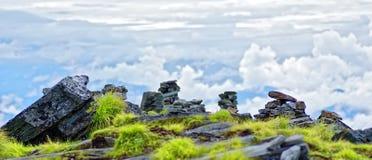 Rocas en el top de la colina imágenes de archivo libres de regalías