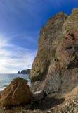 Rocas en la costa de mar foto de archivo