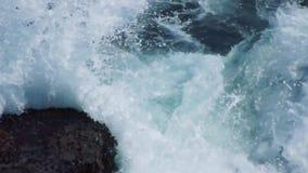 Rocas en la isla de Kunashir metrajes