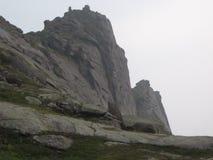 Rocas en la niebla Foto de archivo libre de regalías