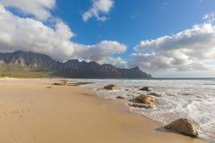 Rocas en la playa fotos de archivo libres de regalías