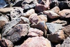 Rocas en la playa Imágenes de archivo libres de regalías
