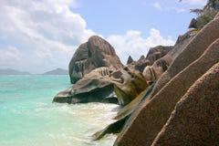 Rocas en la playa de la isla de Digue del La, Seychelles Imágenes de archivo libres de regalías