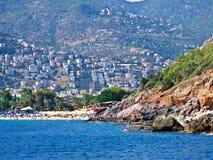 Rocas en la playa del mar de Alanya en Turquía. Imagen de archivo libre de regalías