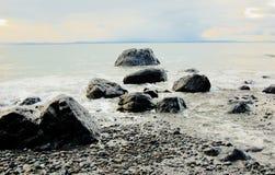 Rocas en la resaca del océano Imagen de archivo libre de regalías