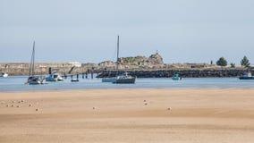 Rocas en los paisajes de la playa y de la costa Fotos de archivo libres de regalías