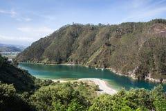Rocas en los paisajes de la playa y de la costa Imagen de archivo