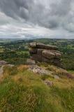 Rocas en una colina en el borde de Froggatt Imagenes de archivo