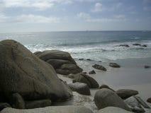 Rocas en una playa Imagen de archivo libre de regalías