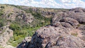 Rocas enormes del barranco de Aktovo Foto de archivo