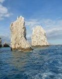Rocas gigantes en el océano fotos de archivo libres de regalías