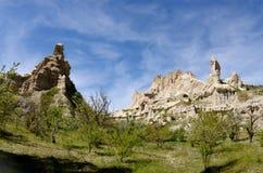 Rocas hermosas en el vadisi de Guvercin del valle de la paloma en Cappadocia Foto de archivo