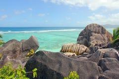 Rocas hermosas en la playa de la isla de Digue del La Foto de archivo