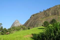Rocas lisas de la montaña en el bosque tropical del Brasil Fotografía de archivo libre de regalías