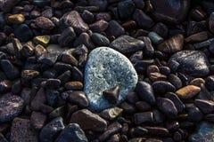 Rocas lisas hermosas en la playa fotografía de archivo libre de regalías