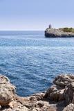 Rocas, mar y faro Fotos de archivo