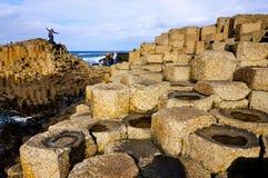 Rocas mojadas en el terraplén de Giants Imágenes de archivo libres de regalías