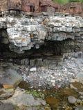 Rocas reveladoras por marea baja Fotografía de archivo