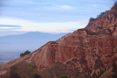 Rocas rojas en barranca en la caída Fotos de archivo