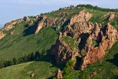 Rocas rojas en la ladera Imagen de archivo libre de regalías