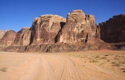 Rocas rojas en un desierto Foto de archivo libre de regalías