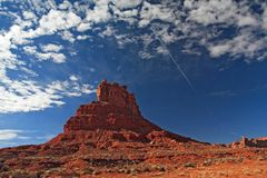 Rocas rojas y cielo azul Fotos de archivo