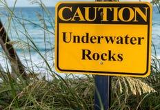 Rocas subacuáticas de la precaución Imagen de archivo