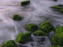 Rocas verdes Fotos de archivo libres de regalías