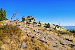Rocas virginales en montañas gigantes Imagenes de archivo