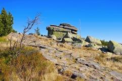 Rocas virginales en montañas gigantes Foto de archivo