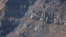 Rocas volcánicas en la isla antigua de Santorini, geología del suelo el remanente de la caldera metrajes