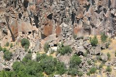 Rocas y árboles en el valle de Ihlara Foto de archivo