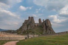 Rocas y Fortress'entrance, Bulgaria de Belogradchik Imagen de archivo libre de regalías