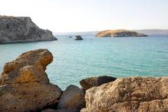 Rocas y mar azul Imagen de archivo libre de regalías