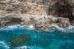 Rocas y mar azul Imagenes de archivo
