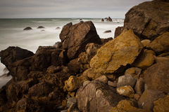 Rocas y océano Fotografía de archivo libre de regalías