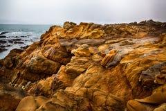 Rocas y océano Fotos de archivo libres de regalías