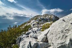 Rocas y picos en el macizo de Mosor Imagen de archivo libre de regalías