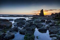 Rocas y puesta del sol fotografía de archivo