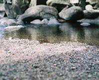Rocas y río imágenes de archivo libres de regalías