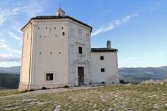 rocca εκκλησιών calascio Στοκ φωτογραφία με δικαίωμα ελεύθερης χρήσης