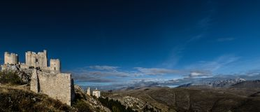 Rocca Calascio è una fortezza o un rocca della vetta nel Provinc Fotografia Stock Libera da Diritti