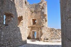 Rocca Calascio Calascio-Schloss nach innen stockbilder