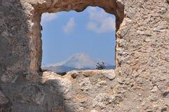 Rocca Calascio Calascio slott Beskåda till och med fönstret Fotografering för Bildbyråer