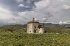 Rocca Calascio, Chiesa diSanta Maria Della pietÃ, Abruzzo, Italien Arkivbild