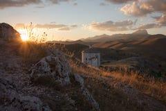Rocca Calascio, signora Hawk Fortress, nell'Abruzzo, L'Aquila, Italia Fotografie Stock