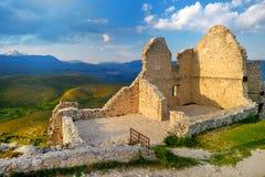 Rocca Calascio slott på sommarsolnedgången, Abruzzo Fotografering för Bildbyråer